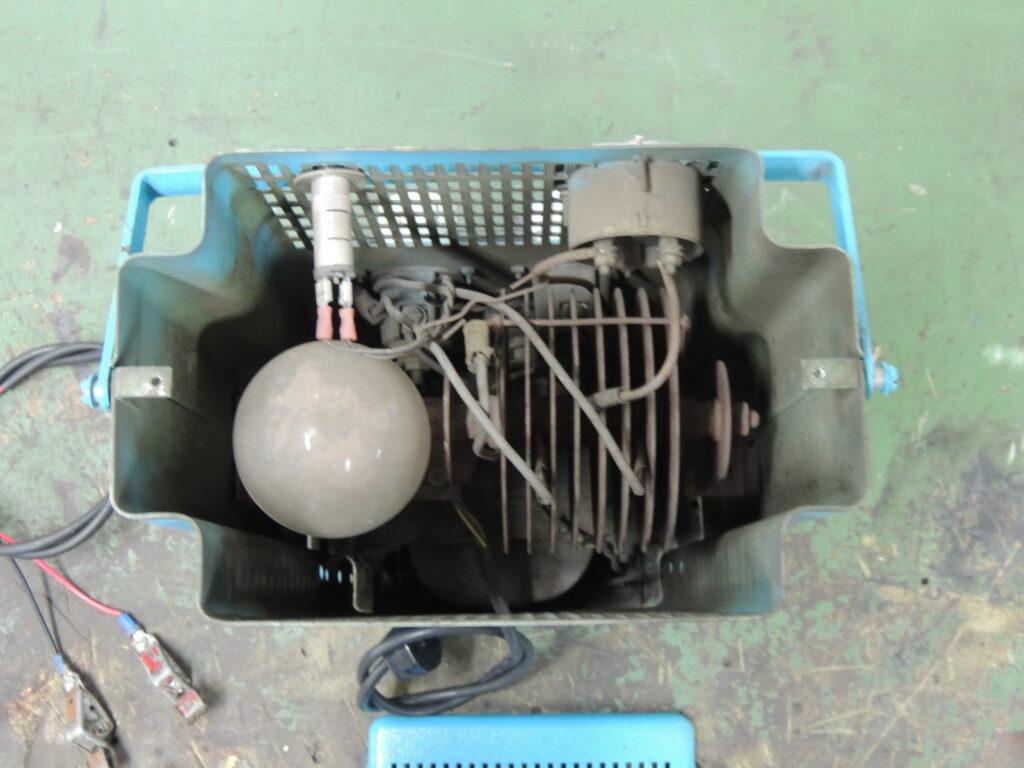 klassisches Auto-Batterie-Ladegerät - 1940er